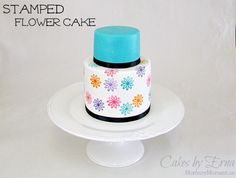 Beautiful Stamped Flower Cake #tutorial #DIY on MommyMoment.ca