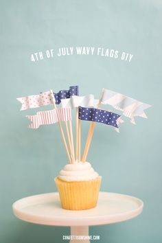 4th of July wavy cupcake toppers diy. Such a fun patriotic flag idea!