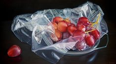 Although these pictures look like ordinary photographs of fruits and mundane objects, don't be fooled – they are oil paintings on canvas made by young artist Ruddy Taveras from the Dominican Republic.