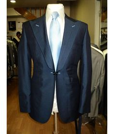 Peak lapel jetted pocket suit with link
