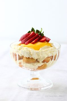 Tiramisu with mascarpone cream and lemon curd