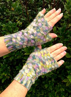 Ravelry: Project Gallery for Phoenix Mitts pattern by Julia Vaconsin €3.00 EUR about $3.82