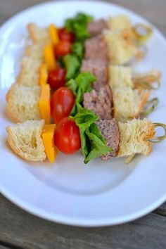 Mini cheeseburger kebabs for lunchboxes, snacks or movie night #moviefood #streamteam