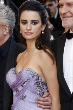 Google Image Result for http://www.hairstyles7.net/wp-content/uploads/2012/07/be636__penelope-cruz-half-up-half-down-hairstyle-09-682x1024.jpg