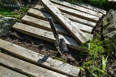 pallet walkway - easy and unique way of making a walkway