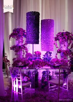 this is a pretty table set....~too much going on i think for a table setting but its purple nevertheless so I  LIKE!!!