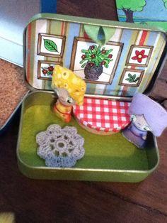 Altoids tin dollhouse dining room. | Flickr: Intercambio de fotos