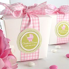 Cute packaging - perfect for cookie gifts !  Take-out carton, wide gingham ribbon and a pretty label