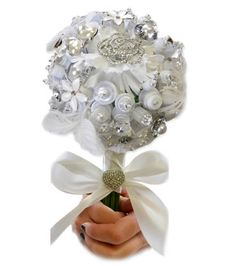 Love this #button #bouquet! #wedding