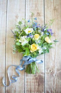 Meadow-inspired bridal bouquet | by Gavita Flora #wedding #flowers #yellow #blue