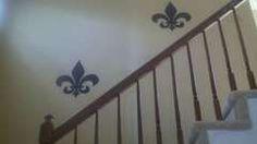Easy, inexpensive fleur-de-Lis wall art.