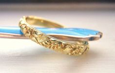Romantic Vintage Victorian / Edwardian Raised Pattern Wedding Band. Ornate 18K Solid Gold. Exceptional Condition. Breathtaking. Beautiful.