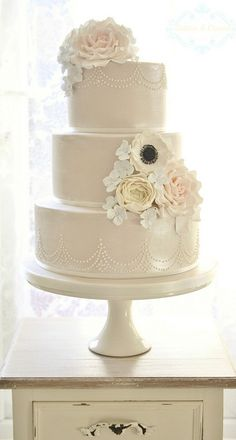 Shimmer Wedding Cake - by Cotton & Crumb