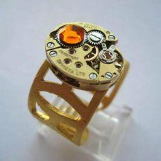 Anel retrofuturista ajustável (tom dourado) com mecanismo de relógio  vintage (dourado)
