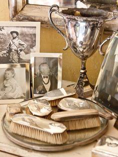 decorating rooms, frame, vignett, display, brush, vintage homes, antique silver, vintage silver, equestrian