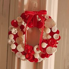 Cute as a Button Wreath tutorial by Craftapalooza