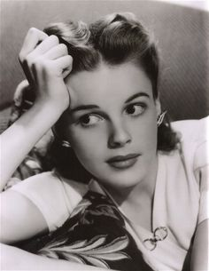 young Judy Garland judygarland, icon, peopl, judy garland, hollywood, beauti, garlands, judi garland, classic