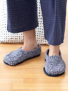 Knitting Pattern Central Men s Slippers : Crochet shoes, socks and flip flops on Pinterest Crochet Shoes, Cro?