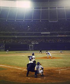 Hank Aaron Retrospective: On April 8, 1974, Atlanta Fulton-County Stadium was packed with a record 53,775 fans as Aaron hit career home run No. 715 in the 4th inning off of Los Angeles pitcher Al Downing. - Photo: Walter Iooss Jr./SI