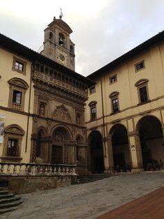 Arezzo, Piazza Grande 09   Flickr – Condivisione di foto!