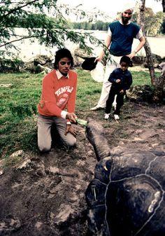 Michael Jackson andEmmanuel Lewis.