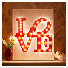 DIY: love lights canvas