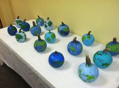 Pumpkin Globes... Students paint these to show their knowledge of the continents and oceans after unit. Fun!