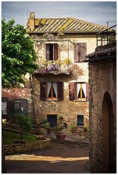 Beautiful balcony in Monticchiello, Tuscany #Italy #travel