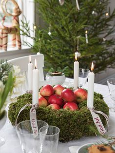 Wreath as a centerpiece ,how is it I never thought of that ?!