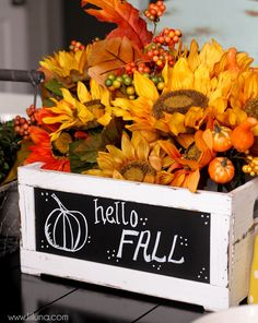 Beautiful Fall Centerpiece that takes minutes to put together!! { lilluna.com }
