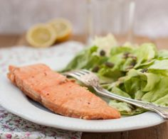 Very easy to do, but absolutely good. Taste it: salmon glazed with apple cider vinegar and honey