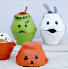 Halloween egg carton #kids craft at The Centsible Life #recycled #Halloween