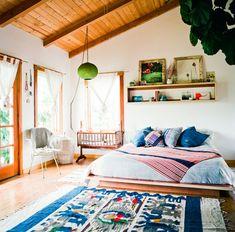 cabin, rug, beach bedrooms, color, platform beds, wood ceilings, hous, boho, bohemian bedrooms