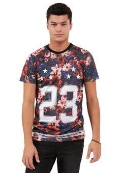 Fancy a casual t-shirt that adds to your sense of style? Check out this multi-colored piece by CRIMINAL DAMAGE, available via www.namshi.com now!