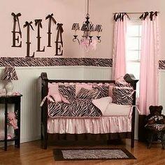 Quarto de menina rosa com preto e zebra II