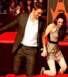 OH THIS PICTURE AND THEIR HANDS!!!!! SO SWEET!!!!!