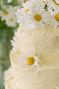 Pretty daisy cake...