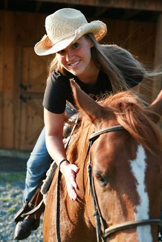 Cute! #cowgirl #horse #cowboyhat #countrylife #ranch