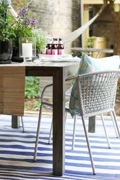 How to Style an Outdoor Space #theeverygirl #style #living #dining