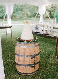 wine barrel in place of a cake table | Melissa Schollert #wedding