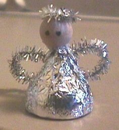 DIY: Hershey Kiss angel w/poem... Great for your Christmas table.