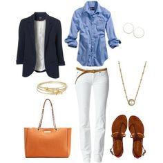 Los tradicionales #jeans de color #blanco con la siempre vigente blusa de #mezclilla