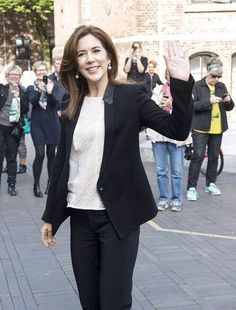 Crown Princess Mary inaugurated a new playground in the city of Odense after attending a conference at the University of Southern Denmark 2014.09.29