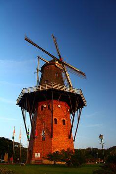 Moinho de vento / windmill by Cesar e Camilla, via Flickr