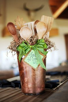 Utensil Bouquet: Good gift idea for a housewarming party or for your favorite foodie friend!