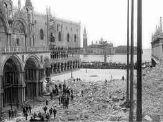 After the collapse of Campanile di San Marco on July 14, 1902: what remained was a huge heap of rubble.