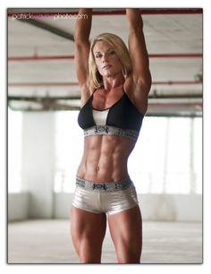dah-yum... girl's body is flawless.  WOW.
