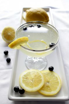 HAPPY HOUR :: bubbly blueberry lemonade | Valley & Co. Lifestyle