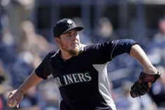 Pitcher Brandon Maurer survives latest Mariners roster shuffle | Seattle Mariners - The News Tribune March 2013