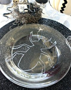 Hi Sugarplum | DIY Glitter Bug Plates & Snake Nest Placecards for a spooky Halloween tablescape